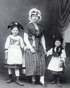 L'habillement des juifs d'Alsace Le judaisme d'Alsace et de Lorraine Alsace, Lorraine, France, Costumes, American, Portraits, Vintage, Germany, Petite Fille
