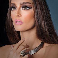 Very pretty makeup. Gorgeous Makeup, Pretty Makeup, Makeup Looks, Skin Makeup, Beauty Makeup, Hair Beauty, Bright Pink Lips, Bombshell Hair, All Things Beauty
