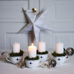Here there are 5 ideas to create small compositions and decorations with candles. Winter Christmas, Christmas Time, Christmas Things, Diy Xmas Gifts, Christmas Decorations, Table Decorations, Candlesticks, Diy And Crafts, Centerpieces