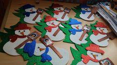 Yeni yılda kardan adam kutlama kartları