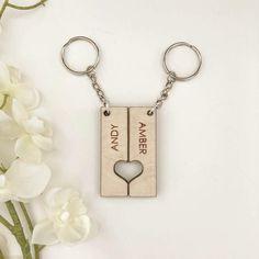 Wood Keychain Ideas, Wooden Keychain, Fun Diy Crafts, Wood Crafts, Making Signs On Wood, Keychain Design, Married Couples, Custom Wood Signs, Homemade Jewelry
