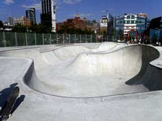 Skateboarding with a skyline view. We have to check this out! Vintage Bmx Bikes, New York City Travel, Ride Or Die, Skate Park, Wakeboarding, Building Design, Chelsea, Street Art, Surfing