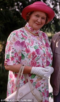 Pictured, Britain's biggest snob Hyacinth Bucket, played by Patricia Routledge in popular sitcom Keeping Up Appearances British Sitcoms, British Comedy, British Actors, Comedy Tv, Funny Comedy, Keeping Up Appearances, Ghost Photos, New People, Famous People