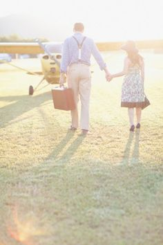 Vintage airplane engagement session, how adorable!! Photo: Green Tree Photography