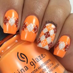 #31dc2015 {Day 2} ORANGE  #GlamNailsChallenge {8/02}Argyle ♦️ For this design i did some lines across the nail with acrylic paint and then filled them out