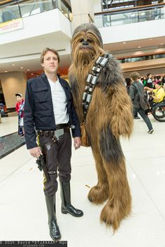 Han Solo and Chewbacca cosplay. Oh my gosh,I love this so Video Game Cosplay, Epic Cosplay, Amazing Cosplay, Han Solo E Chewbacca, Chewbacca Costume, Star Wars Costumes, Cool Costumes, Cosplay Costumes, Anakin Vader