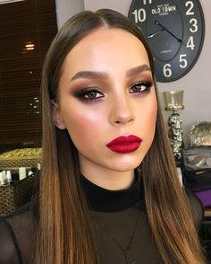 Lips @doseofcolors #MERLOT 👄.—Просто макияж, просто коммерческий для любимой Лизы❤️ Фото, кстати, при разном освещении, первое -столы студии , второе - кольцевые лампы.. По-прежнему, очень интересно, фото при каком свете нравятся вам больше? В студии мнения разделились😂.—#tominamakeup#makeup#redlips#merlot#eyebrows#eyemakeup#glowingskin