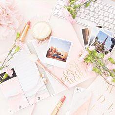light and bright flat lay Feminine Office Decor, All The Princesses, Mabel Pines, Print Your Photos, Flatlay Styling, Going On Holiday, Blog Love, Stationery Design, Photo Look
