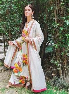 Shop for Indian Lehenga, Dupattas, Sarees, Skirts and Suits. Indian dresses for every occasion. Kurta Designs, Indian Attire, Indian Ethnic Wear, Indian Designer Outfits, Designer Dresses, Pakistani Dresses, Indian Dresses, Pakistani Suits, How To Wear Leggings