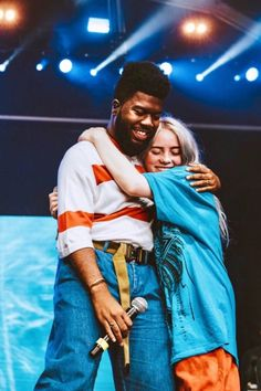khalid and billie Billie Eilish, Florence The Machine, Famous Music Artists, Foto Top, Photo Deco, Doja Cat, Latest Albums, Photo Wall Collage, Picture Wall