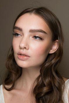 The Best Summer Makeup Tips – Beauty Life Natural Prom Makeup, Natural Makeup Looks, Natural Beauty Tips, Natural Hair Styles, Dewy Makeup, Makeup Tips, Beauty Makeup, Makeup Ideas, Diy Beauty