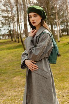 Фото - Spring 2016 девушка в берете и пальто черешня крупный план
