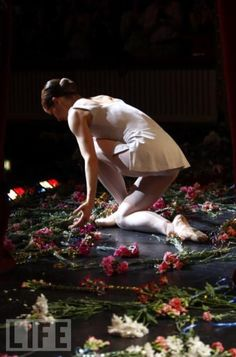 Darcey Bussell leaves the stage -