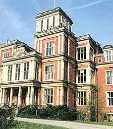 Royal Earlswood, Redhill, Surrey, England. Self Catering  Holiday Accommodation in Britain. Travel Around About Britain.