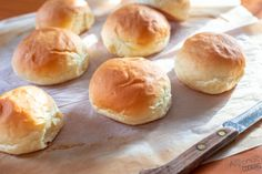 These Homemade feather-light Hamburger Buns are are as soft as the grocery store buns! Soft, airy with the classic wrinkle signature marks! Homemade Hamburger Buns, Hamburger Bun Recipe, Homemade Buns, Homemade Hamburgers, Soft Buns Recipe, How To Make Hamburgers, Baking Buns, Bread Machine Recipes, Breakfast Dishes