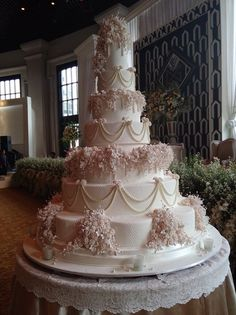extravagant wedding cakes Mouth-watering Floral Wedding Cakes for Spring and Summer 8 Tier Wedding Cakes, Extravagant Wedding Cakes, Floral Wedding Cakes, Amazing Wedding Cakes, Elegant Wedding Cakes, Wedding Cake Designs, Watercolor Wedding Cake, Wedding Day Wishes, Wedding Cake Inspiration
