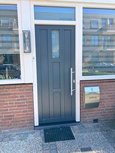 Kunststof voordeur van Gayko.Perfecte sluiting en isolatie. Outdoor Decor, Decor, Garage Doors, Home, Doors, Home Decor