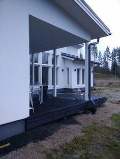 Komposiitti/UPM ProFi Design Deck/Yönmusta/Terassit/Takaterassi   Villa Amélie - Unelmaa rakentamassa: lokakuuta 2016