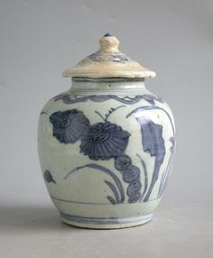 Chinese Ming Dynasty Blue  White Jar with Cover