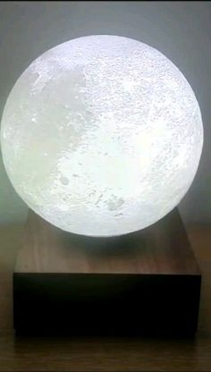 Beautiful moon lamp to bring new life to your living room! Dekor videos Levitating moon lamp for Living room decor Diy Living Room Decor, Living Room Modern, Living Room Furniture, Living Room Designs, Lights For Living Room, Home Decor, Living Rooms, Decorating With Pictures, Decoration Pictures