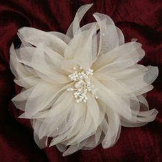 Vintage wedding hair clip Organza Flowers, Bridal Hair Flowers, Kanzashi Flowers, Bridal Hair Pins, Lace Flowers, Fabric Flowers, Flower Hair, Vintage Wedding Hair, Wedding Hair Clips