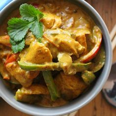 Don't be tempted to reach for a take away menu this evening! Whip up The Wonky Curry instead! It is so deliciously creamy and luxurious - the perfect way to welcome the weekend  Check out the recipe on www.thewonkyspatula.com #thewonkyspatula #januarywhole30