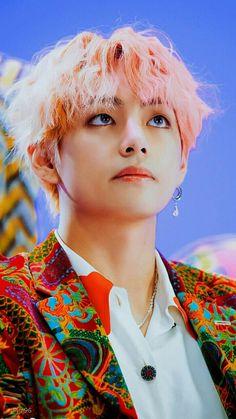 BTS Bangtan Sonyeondan Kim Taehyung Tae V TaeTae CGV Idol MV Dispatch Pink hair sunshine line World most handsome Daegu, Foto Bts, Bts Photo, Bts Taehyung, K Pop, Btob, Rose Winter, Jimin 95, Bts Dispatch
