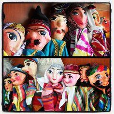 Marionette tipiche uzbeke dai colori vivacissimi.  Photo by Riccardo Negro