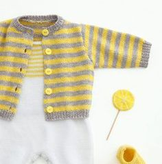 crochet baby cardigan This cute striped baby cardigan is soft and made of the beautiful cotton yarn Phil Opera. Get the free knitting pattern of the Opera baby Cardigan here! Baby Cardigan Knitting Pattern Free, Aran Knitting Patterns, Crochet Cardigan Pattern, Crochet Patterns, Knitting For Kids, Free Knitting, Knitting Needles, Brei Baby, Baby Pullover