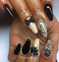 Floral bow nails