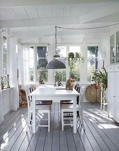 Inspiring Outdoor Spaces + Our Favorite Sale Picks The Identité Collective 16 - kindledecor Küchen Design, House Design, Interior Design, 3 Season Room, Sunroom Decorating, Marquise, Home Staging, House In The Woods, Outdoor Rooms