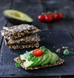 FRØKNEKKEBRØD MED CHIA | TRINES MATBLOGG Gluten Free Cakes, Cake Cookies, Avocado Toast, Green Beans, Grains, Paleo, Lunch, Vegetables, Baking