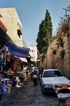 Travel Israel: Pictures of Old City Gates, Jerusalem : Walking along the Via Dolorosa by the Damascus Gate (5 of 10)