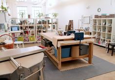 central work station with cushioning floor matt central work station with cushioning floor matt Clay Studio, Ceramic Studio, Art Studio At Home, Home Art, Studio Table, Ceramic Workshop, Pottery Studio, Pottery Clay, Slab Pottery