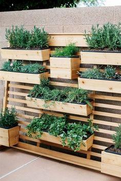 50 Inspiring Summer DIY Projects Pallet Garden Design Ideas And Remodel - MY World Vertical Garden Design, Herb Garden Design, Small Backyard Design, Vegetable Garden Design, Small Backyard Landscaping, Backyard Ideas, Backyard Patio, Patio Ideas, Landscaping Ideas