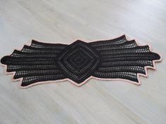 Noch ein Deckchen, diesmal nur für mich. Es ist ca 72cm lang und 27cm breit.