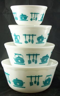 vintage fire king/pyrex.  I love the teal and it would look stunning in my kitchen once the gray paint is up on the walls.