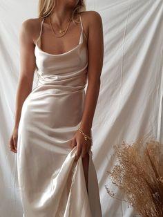 Cute Prom Dresses, Grad Dresses, Ball Dresses, Satin Dresses, Elegant Dresses, Pretty Dresses, Beautiful Dresses, Ball Gowns, Evening Dresses