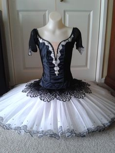 Spanish style tutu in black and white by Margaret Shore Costumes Avec Tutu, Cute Dance Costumes, Ballet Costumes, Baby Costumes, Tutu Ballet, Ballerina Costume, Ballet Russe, Robes Tutu, Black Tutu