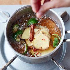画像5 : 自家製のシロップやドリンクって、ちょっと甘ったるいイメージがあって、あまり作りたいと思わないなあという方、実は多いよう……。でも、フードコーディネーターの村井りんごさんが教えてくれたジンジャーエールは、すごく辛口でスッキリですよ。 Healthy Plate, Coffee Milk, Ginger Ale, Drinking Tea, Japanese Food, No Cook Meals, Vegetable Recipes, Healthy Recipes, Drink Recipes