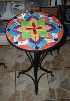 Mosaic Tile Art, Mosaic Diy, Mosaic Garden, Mosaic Glass, Tile Crafts, Mosaic Crafts, Mosaic Projects, Mosaic Outdoor Table, Bottle Cap Table