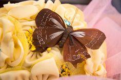 *34606619349 o escribe algodondeluna@gmail.com  mariposas de plumas en marrón que dan un toque fresco a nuestros ramos de flores de tela realizadas artesanalmente y de modo personal y único