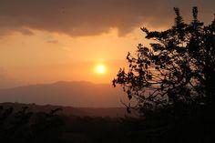 -Y tomè mi cámara y congelé ese momento, un hermosos atardecer. Celestial, Sunset, Outdoor, Outdoors, Sunsets, Outdoor Games, The Great Outdoors, The Sunset