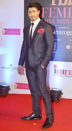 Vidyut Jamwal looks stylish as he poses for the shutterbugs on the red carpet at Miss India 2014. #Style #Bollywood #Fashion #Handsome