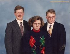 Awkward Family Photos - The Bright Side. Only one of them was aware it existed