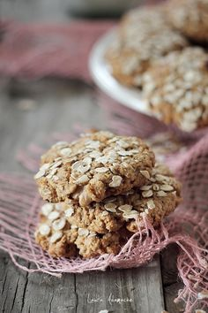 Biscuiti cu fulgi de ovaz si miere Weight Watchers Desserts, Biscuit Cookies, Cake Recipes, Biscuits, Muffins, Cereal, Deserts, Goodies, Food And Drink