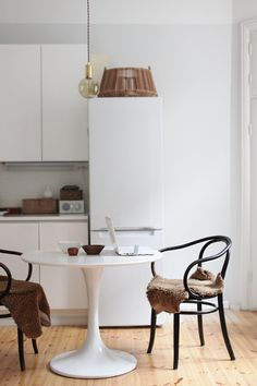 white kitchen, tulip table | SEES by Sanni