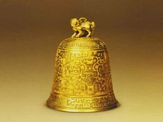 Gold bell with a lion knob - China culture AD 1636 - 1912