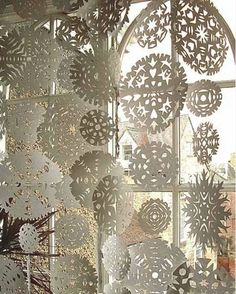 Paper Wedding: Winter Wedding Decor ~ Paper Snowflakes! #winterwedding #paperdecor #snowflakes