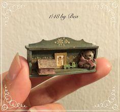 Estante 1/48 con accesorios de juguete set dollshouse miniaturas hechas a mano en woood por Bea